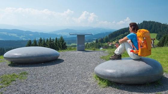 Stones: Sitzsteine aus Glasfaserbeton